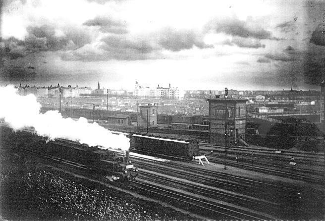 rechts vom Bahnhof Charlottenburg